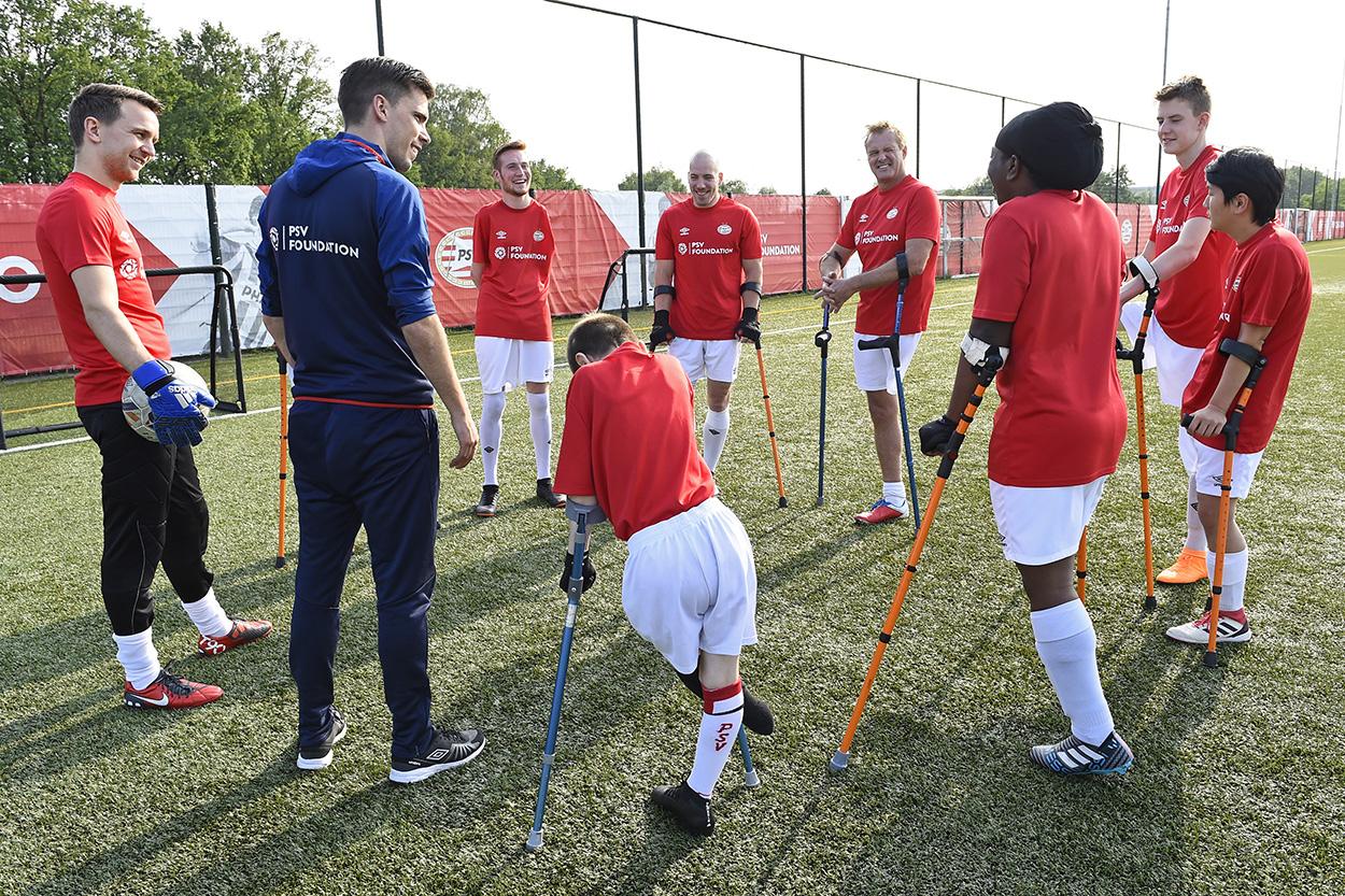 Bij PSV kan het: voetballen met één schoen